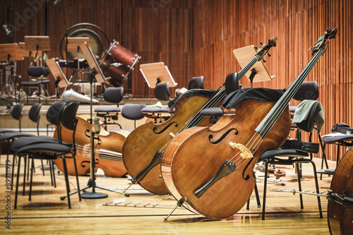 Fotografia Cello Music instruments on a stage