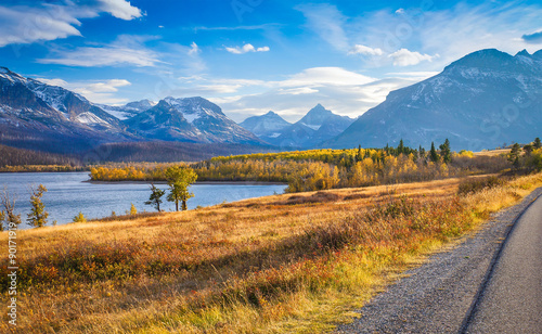 Photo autumn view of Going to the Sun Road in Glacier National Park, Montana, United S