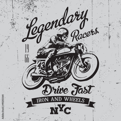 Photo Legendary vintage racers t-shirt label design with racer and motorcycle hand dra