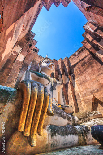 Fotografia Big buddha statue at Sukhothai historical park in Thailand
