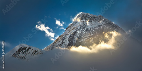 Stampa su Tela The peak of the highest mountain in the world - Mt