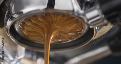 Obraz na płótnie espresso coffee extraction with bottomless filter,