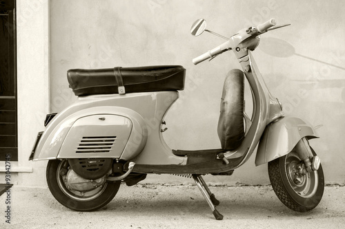 Canvas Print Classic Vespa scooter near the wall