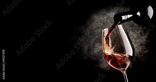 Fotografie, Obraz Pouring wine on black
