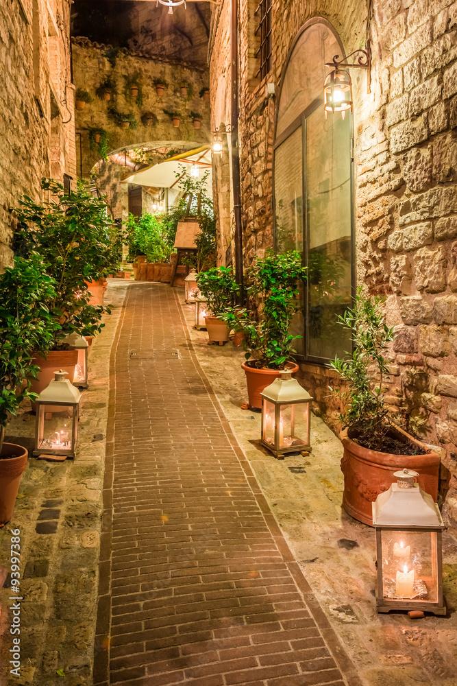 Piękna ulica w Umbrii we Włoszech <span>plik: #93997386   autor: shaiith</span>