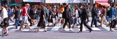 Tablou Canvas 横断歩道を歩く群衆