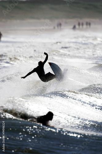 Surfer in welle #94146324