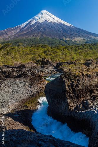 Saltos del Petrohue waterfalls and volcano Osorno in National Park Vicente Perez Rosales, Chile Fototapete