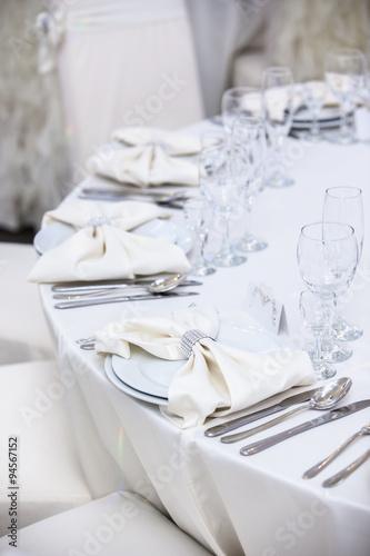 Fotografia Elegant tables set up for a wedding banquet