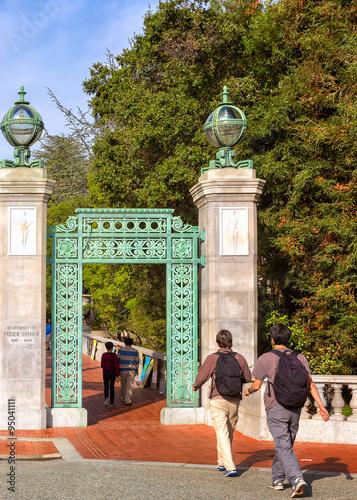 University of California at Berkeley at the entrance gate Fototapete