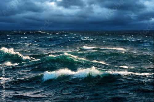 Obraz na plátne Breaking Waves at Rising Storm