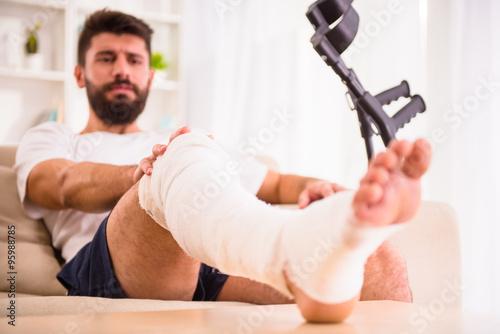 Tableau sur Toile Injury man in doctor