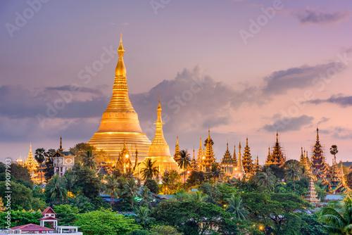 Shwedagon Pagoda in Yangon, Myanmar фототапет
