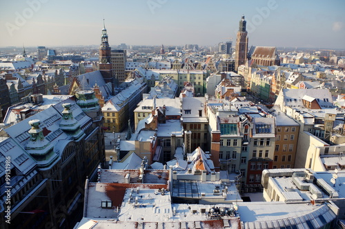 wrocław - panorama zaśnieżonego zimą miasta