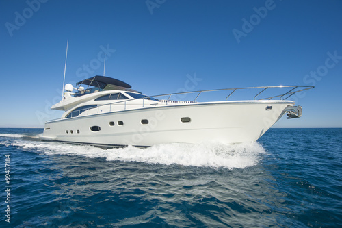Fotografia, Obraz Luxury private motor yacht sailing at sea