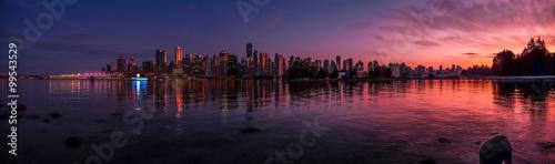 Photo Beautiful Vancouver skyline and harbor with idyllic sunset glow, Canada