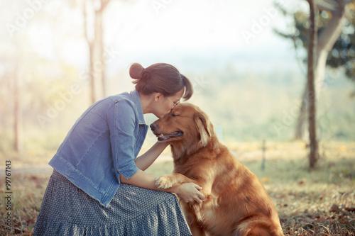 Obraz na płótnie Beautiful woman with a cute golden retriever dog