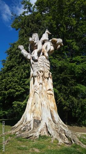Платно unikalna rzeźba z pnia grzewa w parku w Buxton,UK