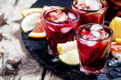 Obraz na plátně Spanish sangria with fruit and ice, selective focus