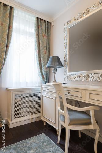 Canvastavla Dressing table