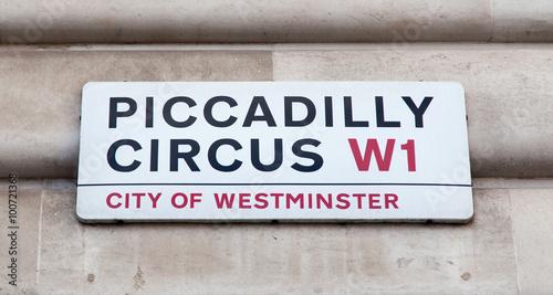 Платно Piccadilly Circus road sign