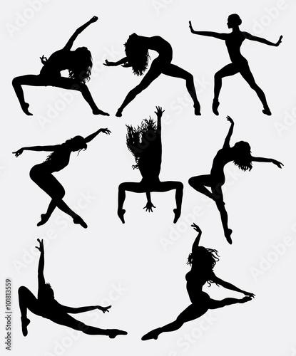 Fotografia Beautiful dancer pose performing silhouette