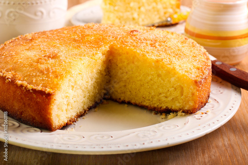 Valokuvatapetti Coconut citrus syrup cake