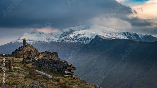 Fotografie, Obraz View across the pass to the slopes of Snowdon in evening light from the top of the Dinorwig slate quarries, Llanberis, Snowdonia, Cymru, Wales, UK