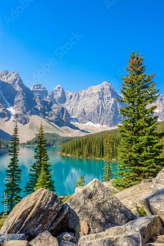 Fotografie, Obraz Majestic mountain lake in Canada.