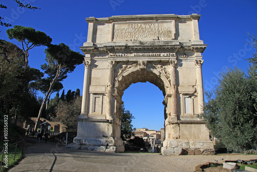 Obraz na płótnie ROME, ITALY - DECEMBER 21, 2012: Arch of Titus on Roman Forum in Rome, Italy