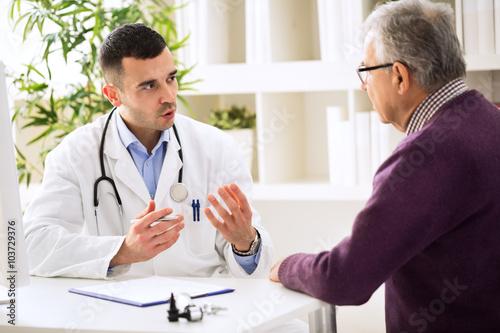 Fotografie, Obraz Doctor talking with patient