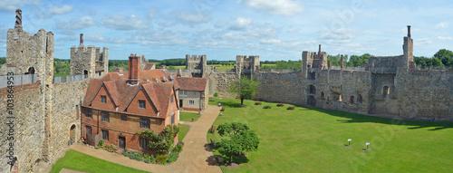 Fotografiet Framlingham castle and Poorhouse.
