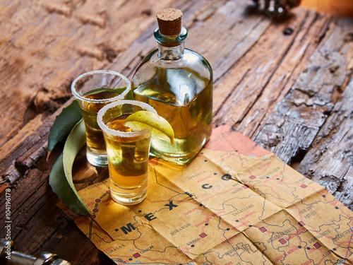 Fotografia Tequila shot with lime and sea salt