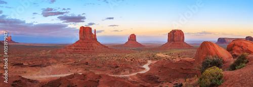 Photo Sunset at Monument Valley Navajo Tribal Park in Arizona, Utah, USA