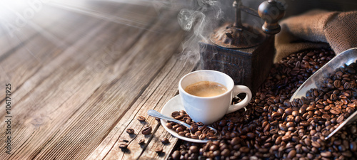 Canvas Print The Good Morning Begins With A Good Coffee - Morning Light Illuminates The Tradi