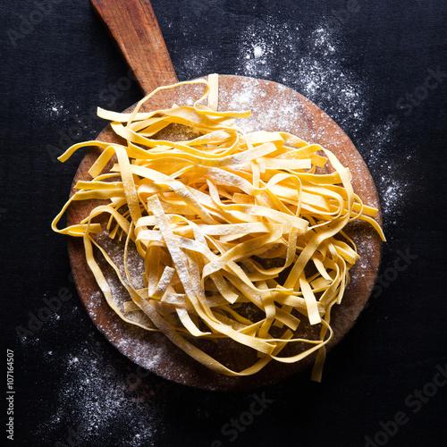 Canvas Print fresh pasta on vintage cutting board
