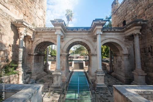 Obraz na płótnie Hadrian's Gate in old city of Antalya