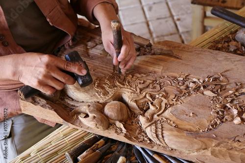 craftsman carving wood Fototapeta