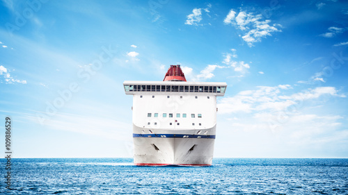 Obraz na płótnie Luxury cruise ship in navigation - front view