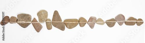 Fotografia Linie auf Steinen als Symbol für Zen