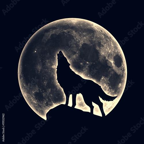 Wyjący wilk, księżyc w pełni
