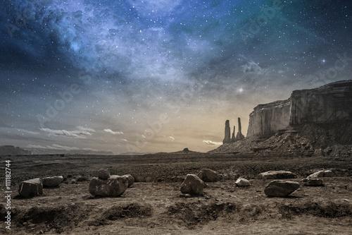Billede på lærred view of a rocky desert landscape at dusk