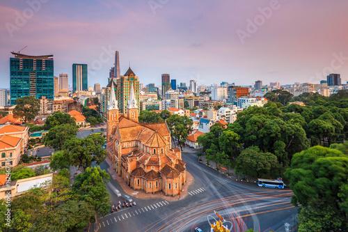 Foto SAIGON, VIETNAM - APRIL 05, 2016 - Saigon Notre Dame Cathedral (Vietnamese: Nha