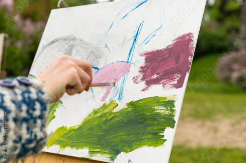 Female artist's hand painting a sketch of picture in the open ai Fototapete