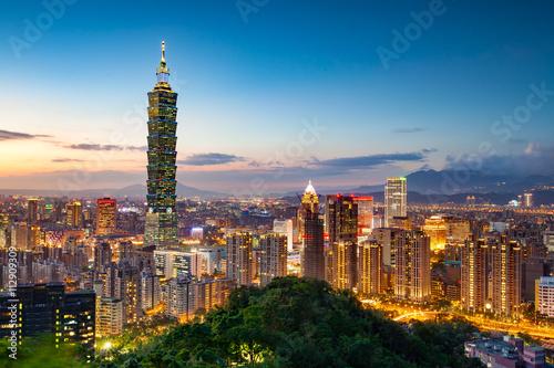 Fototapeta premium Miasto Tajpej nocą, Tajwan