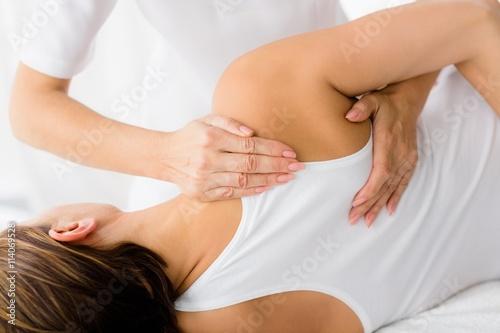 Femme recevant un traitement de massage Poster Mural XXL