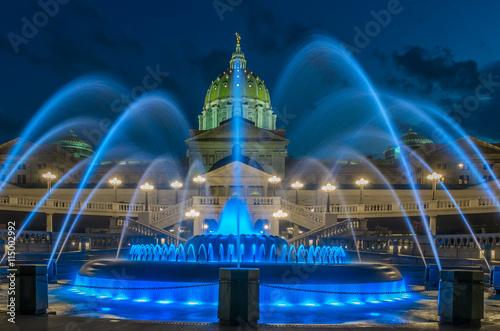 Obraz na płótnie Pennsylvania capital building and fountain