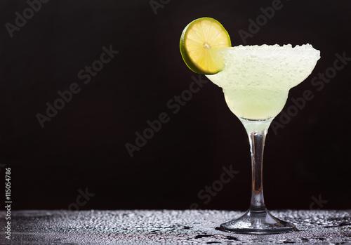 Cuadros en Lienzo margarita cocktail with lime
