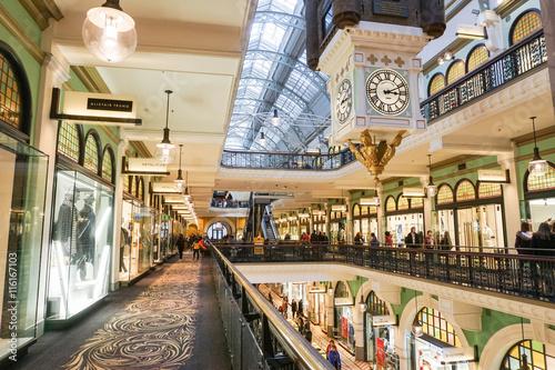 Fotografia Shops inside the Queen Victoria Building taken on 7 July 2016