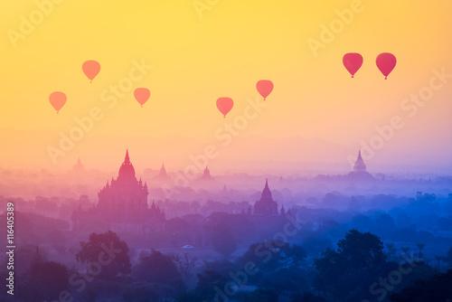 Carta da parati Hot air balloons at sunrise, Bagan , Myanmar (With Filter Effect)